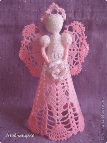 Ещё один ангелок в моей коллекции: бело-розовый с белой розой, которая отделана бисером. фото 1