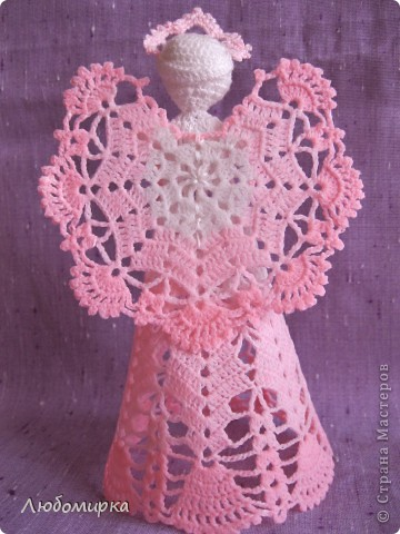 Ещё один ангелок в моей коллекции: бело-розовый с белой розой, которая отделана бисером. фото 2