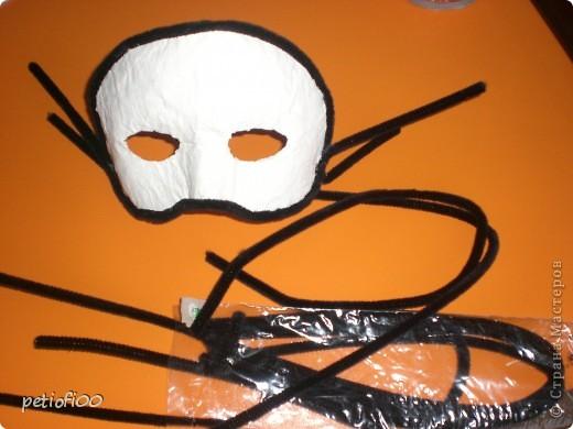 Маска из газеты и туалетная бумага Мазок лицо с жирным кремом фото 7