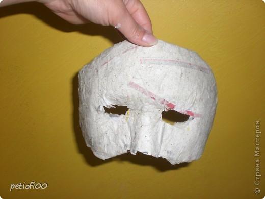 Маска из газеты и туалетная бумага Мазок лицо с жирным кремом фото 3