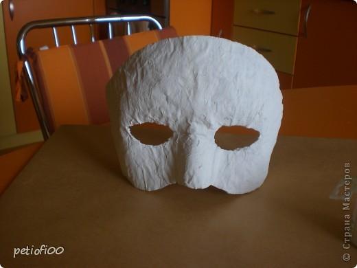 Маска из газеты и туалетная бумага Мазок лицо с жирным кремом фото 6