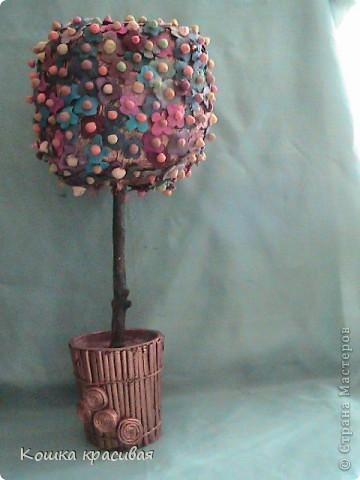 """Чем только не украшали на нашем сайте """"деревья счастья""""! Бумага, ленты, кофе, розы... Теперь дошла очередь до фиалок. фото 1"""