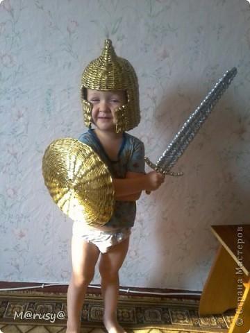 Сынуля, насмотревшись мультиков, попросил у меня щит.А за щитом потянулся и меч, конечно же, и шлем. За шлем большущее спасибо Пустельге))))http://stranamasterov.ru/node/185233?c=favorite фото 1
