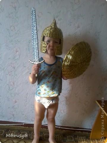 Сынуля, насмотревшись мультиков, попросил у меня щит.А за щитом потянулся и меч, конечно же, и шлем. За шлем большущее спасибо Пустельге))))http://stranamasterov.ru/node/185233?c=favorite фото 2