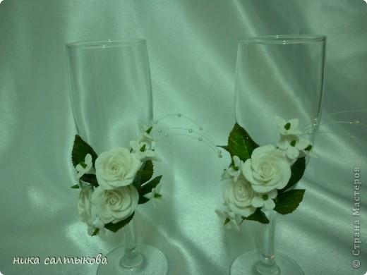 Здравствуйте, мастерицы, а я снова с бокалами. Цветы из самозатвердевающей пластики Hearti, а листва ХФ.  фото 5