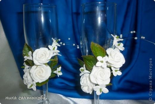 Здравствуйте, мастерицы, а я снова с бокалами. Цветы из самозатвердевающей пластики Hearti, а листва ХФ.  фото 4