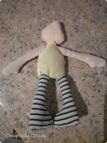 Эту куколку шила руками, сидя на игровой площадке, пока мой малепасик резвился. Периодически ко мне подсаживались мамы с девочками и рассматривали , как и что я вытворяю.   фото 3