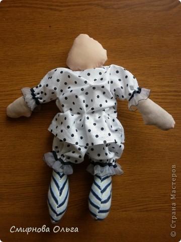 Эту куколку шила руками, сидя на игровой площадке, пока мой малепасик резвился. Периодически ко мне подсаживались мамы с девочками и рассматривали , как и что я вытворяю.   фото 5