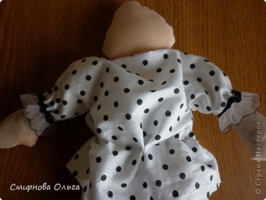 Эту куколку шила руками, сидя на игровой площадке, пока мой малепасик резвился. Периодически ко мне подсаживались мамы с девочками и рассматривали , как и что я вытворяю.   фото 6
