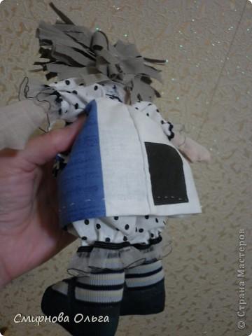 Эту куколку шила руками, сидя на игровой площадке, пока мой малепасик резвился. Периодически ко мне подсаживались мамы с девочками и рассматривали , как и что я вытворяю.   фото 11