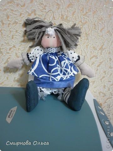 Эту куколку шила руками, сидя на игровой площадке, пока мой малепасик резвился. Периодически ко мне подсаживались мамы с девочками и рассматривали , как и что я вытворяю.   фото 12