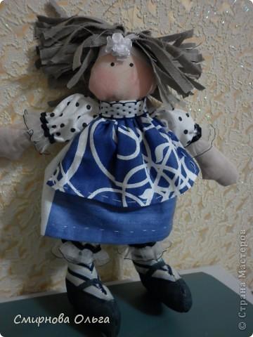 Эту куколку шила руками, сидя на игровой площадке, пока мой малепасик резвился. Периодически ко мне подсаживались мамы с девочками и рассматривали , как и что я вытворяю.   фото 14