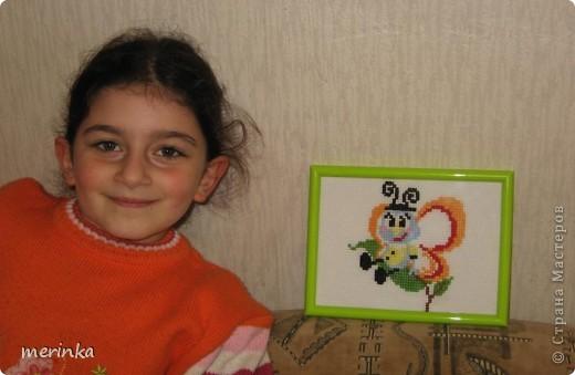 Моя дочка начала вышивать, когда ей было 6 лет. Вот это ее первая работа фото 4