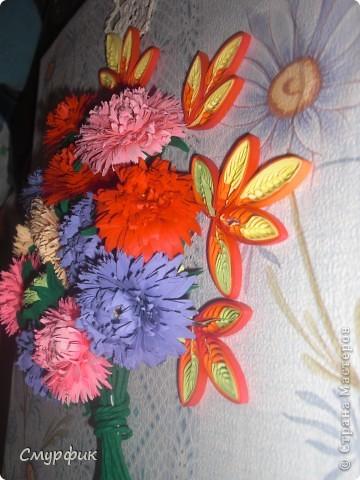 Здравствуйте жители СМ! На дворе сень, все цветы отцвели, остались только астры, за что я им очень благодарна! Родились у меня такие цветочки! Спасибо большое Ольге Ольшак за подробный МК по астрам) Листочки делала на расческе) фото 2