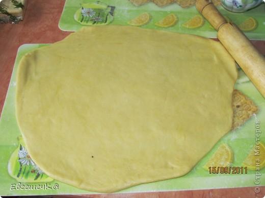 Тесто песочное: маргарин - 300 гр. растопить, яйцо - 2 шт., сахар - 1-2 ст. ложки, сода, соль, мука. Тесто делим на две части. фото 3