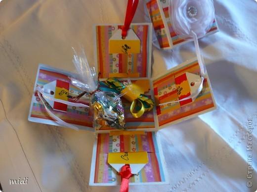 Коробочка для подарочка.  Сверху цветочек из капрона соединенный ниткой, сверху бисер и бисер. фото 2