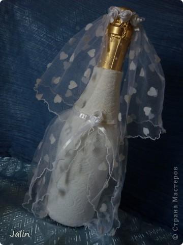 Вот-вот только приехала со свадьбы родного брата. Молодожены попросили меня сшить костюмы жениха и невесты на бутылки... Вот что получилось )) фото 7