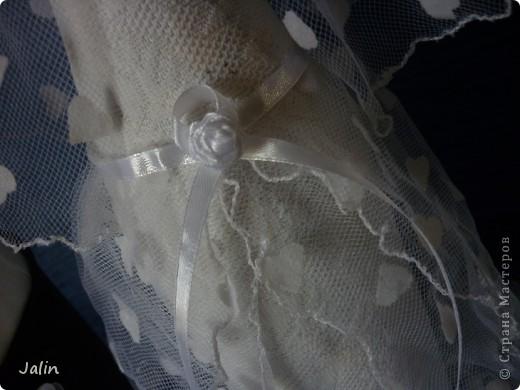 Вот-вот только приехала со свадьбы родного брата. Молодожены попросили меня сшить костюмы жениха и невесты на бутылки... Вот что получилось )) фото 8