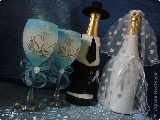 Вот-вот только приехала со свадьбы родного брата. Молодожены попросили меня сшить костюмы жениха и невесты на бутылки... Вот что получилось )) фото 12