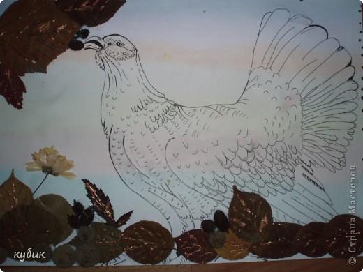 вот такую работу сделал Артуша на праздник осени, птица нарисована и листья фото 1
