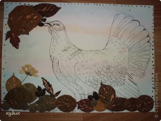 вот такую работу сделал Артуша на праздник осени, птица нарисована и листья фото 3