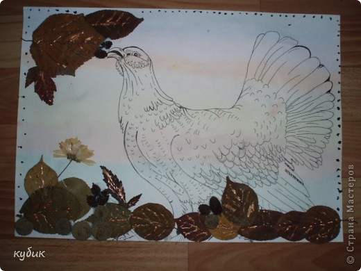 вот такую работу сделал Артуша на праздник осени, птица нарисована и листья фото 4