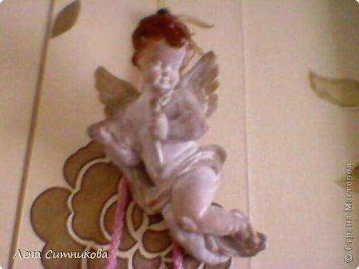 Делали ангелочка с маой.Залили в форму гипс,он высох и немного подкрасили.