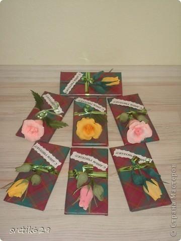 Вот решили с дочкой поздравить учителей и сделали им цветочки которые привязали к шоколадкам. фото 4
