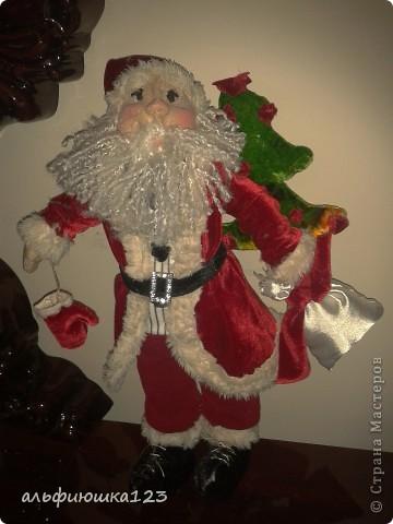 Санта сшит как Дед Мороз.  фото 2