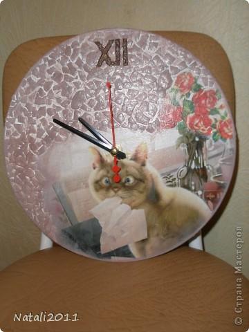 Здравствуйте дорогие жители Страны Мастеров, снова сделала часики из виниловой пластинки для моей приятельницы. Любительницы кошек. Очень хотелось попробовать декупаж с фотографии, Делала первый раз, но мне очень понравилось, разьехалась конечно в некоторых местах,  результатом в целом очень довольна! фото 1