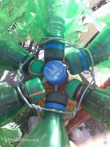 Начинаем делать пальму. Заготовим бутылки. Нужно срезать этикетки, страховочное кольцо от крышки. И обязательно вымыть их!!!  фото 13