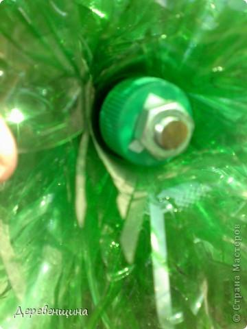 Начинаем делать пальму. Заготовим бутылки. Нужно срезать этикетки, страховочное кольцо от крышки. И обязательно вымыть их!!!  фото 18