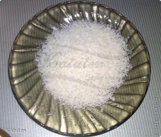 Сегодня будем делать конфетки Нам понадобится: Мыльная основа прозрачная (или белая) диоксид титана (для белой не нужен) ароматизатор кокос глицерин кокосовая стружка капучинатор шпажка (или толстая спица) терпение и скорость :)  фото 10