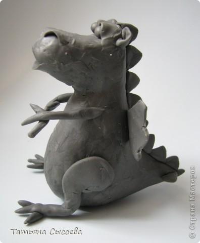 Сегодня расскажу, как сделать елочную игрушку из папье-маше на примере Дракончика. фото 3