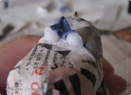 Сегодня расскажу, как сделать елочную игрушку из папье-маше на примере Дракончика. фото 24