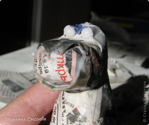 Сегодня расскажу, как сделать елочную игрушку из папье-маше на примере Дракончика. фото 26