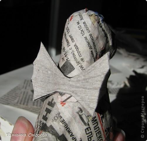 Сегодня расскажу, как сделать елочную игрушку из папье-маше на примере Дракончика. фото 27
