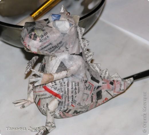 Сегодня расскажу, как сделать елочную игрушку из папье-маше на примере Дракончика. фото 32