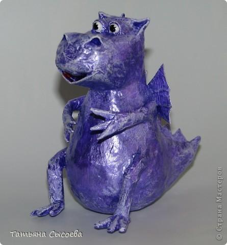 Сегодня расскажу, как сделать елочную игрушку из папье-маше на примере Дракончика. фото 1
