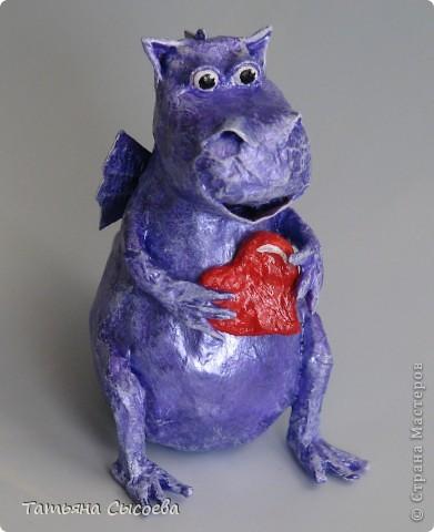 Сегодня расскажу, как сделать елочную игрушку из папье-маше на примере Дракончика. фото 36