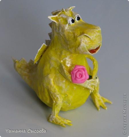 Сегодня расскажу, как сделать елочную игрушку из папье-маше на примере Дракончика. фото 35