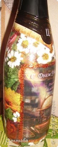 В технике прямого декупажа оформила бутылочку с шампанским для своего друга-учителя фото 2