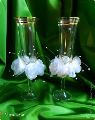 """Мои первые свадебные бокалы. Назвала """"Воздушные розы"""".   Полностью ручная работа. Розочки сделаны из органзы.   фото 1"""