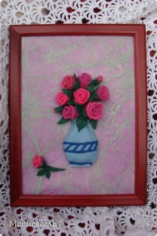 Летом в подарок бабушке решили, с дочей,  сделать коллекцию картин с цветами. Использовали  пластику ИГРОформ (очень нравится она нам) Сушили 2 дня, приклеивали моментом. Вот что получилось: фото 3