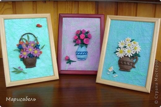 Летом в подарок бабушке решили, с дочей,  сделать коллекцию картин с цветами. Использовали  пластику ИГРОформ (очень нравится она нам) Сушили 2 дня, приклеивали моментом. Вот что получилось: фото 1