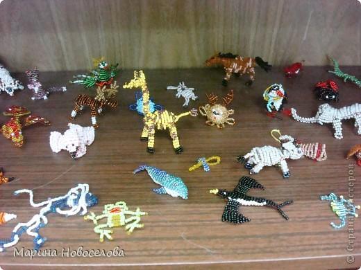 Хочу поделиться схемами плетения забавных фигурок. Подобные вещицы очень любят плести мои ученики фото 18