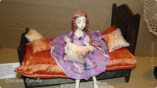 Приглашаю всех на выставку кукол, которая проходит на Тишинке в г. Москве!!!!! А кто не может лично посетить эту интересную  выставку, я хочу предоставить такую возможность, заглянув на неё при помощи моего фотоаппарата..... Приятного просмотра!!! фото 15