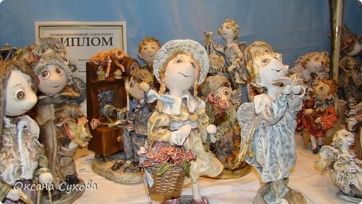 Приглашаю всех на выставку кукол, которая проходит на Тишинке в г. Москве!!!!! А кто не может лично посетить эту интересную  выставку, я хочу предоставить такую возможность, заглянув на неё при помощи моего фотоаппарата..... Приятного просмотра!!! фото 29