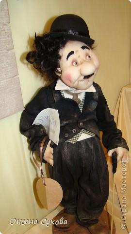 Приглашаю всех на выставку кукол, которая проходит на Тишинке в г. Москве!!!!! А кто не может лично посетить эту интересную  выставку, я хочу предоставить такую возможность, заглянув на неё при помощи моего фотоаппарата..... Приятного просмотра!!! фото 35