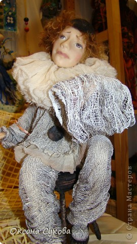 Приглашаю всех на выставку кукол, которая проходит на Тишинке в г. Москве!!!!! А кто не может лично посетить эту интересную  выставку, я хочу предоставить такую возможность, заглянув на неё при помощи моего фотоаппарата..... Приятного просмотра!!! фото 39
